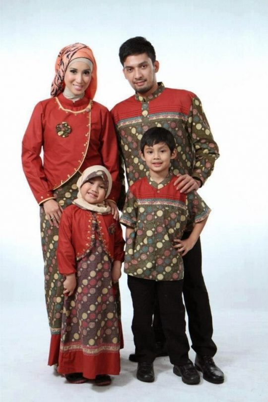 Permalink to Merawat Batik Busana Muslim Sarimbit Keluarga